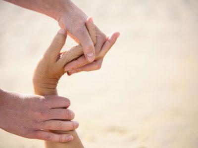 Thaise massage strekking van de hand